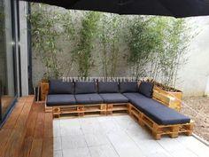 Muebles de palets: 2 sofas exteriores hechos con palets y el mismo si...