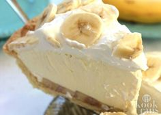 Cream Pie Easy Banana Cream Pie - quick and easy dessert with just a couple ingredients.Easy Banana Cream Pie - quick and easy dessert with just a couple ingredients. Easy Desserts, Delicious Desserts, Yummy Food, Baking Desserts, Cool Whip Desserts, Non Dairy Desserts, Sweet Recipes, Cake Recipes, Healthy Recipes