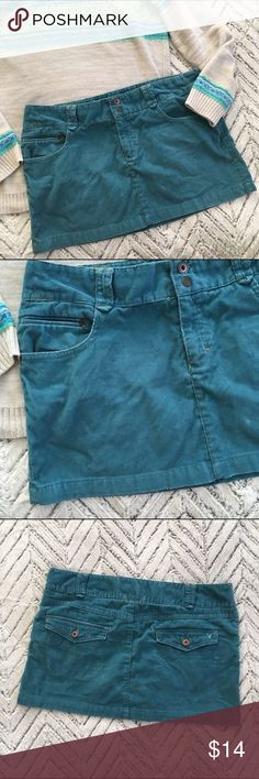 ⭕️ American Eagle Blue Corduroy Mini Skirt 14 Cute Teal blue Corduroy Mini skirt, by American eagle. Size 14. In good pre-owned condition with some wear on edges. ⭕️ SALE ⭕️ 2 for $15  3 for $20  4 for $25  5 for $30  Any items marked ⭕️ are eligible! Bundle them up, MAKE OFFER! American Eagle Outfitters Skirts Mini
