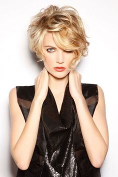 Are you breaking your head over how to style your short curly hair? We gathered the best examples of short curly hairstyles, recommended by stylists for wavy hair textures. View the pictures, enjoy and get inspired! Short Wavy Hair, Curly Hair Cuts, Short Blonde, Curly Hair Styles, Wavy Pixie, Shaggy Pixie, Long Pixie, Frizzy Hair, Thick Hair