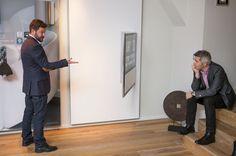 Veggfestet til BeoVision-TV-ene kan svinge TV-en ut hele 90 grader fra veggen- og du kan styre det hele med iPaden din.  (Foto: Per Ervland)