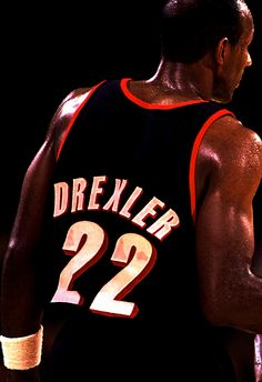 Clyde Drexler -- Love that  22 Basketball Legends dbe4b9ead