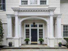 Classic House Exterior, Classic House Design, Exterior House Colors, Colonial House Exteriors, Colonial Exterior, House Front Door, House Entrance, Portico Entry, Contemporary Front Doors