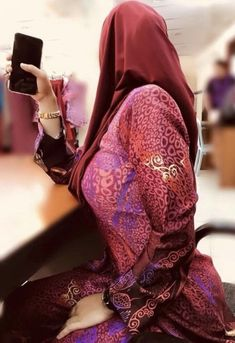 Arab Girls Hijab, Girl Hijab, Muslim Girls, Beautiful Muslim Women, Beautiful Hijab, Hijab Prom Dress, Muslim Women Fashion, Muslim Beauty, Hijab Chic