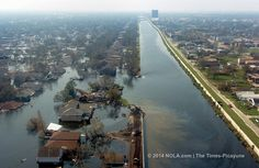 The Army Corps of Engineers had recommended either raising floodwalls and building gates at the mouths of New Orleans drainage canals as equally protective storm surge defenses, and recommended the gates because they would be less expensive to the federal government, the study concludes.