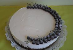 Diós-szőlős joghurttorta | NOSALTY No Bake Treats, Ale, Birthday Cake, Baking, Dios, Yogurt, Birthday Cakes, Patisserie, Backen