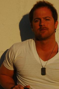 Kip Moore..so happy I got my picture made with his fine self❤