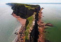 Cape Split Provincial Park is a natural environment park located in Scots Bay, Kings County. The park is considered a provincially significant coastal landmark overlooking the Bay of Fundy. Samuel De Champlain, Annapolis Valley, Travel 2017, Canada, Natural Scenery, Nova Scotia, Day Tours, Day Trip, East Coast