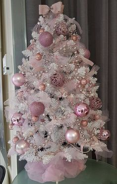 100 Festive Christmas Tree Ideas that'll make the Christmas Cheer even more Vibrant - Hike n Dip - - Thinking about Christmas Trees? Why not take a Look at this collection of festive Christmas tree ideas that will give you plenty of unique ideas. Pink Christmas Tree Decorations, Rose Gold Christmas Tree, Elegant Christmas Trees, Shabby Chic Christmas, Mini Christmas Tree, Magical Christmas, Christmas Holidays, Holiday Tree, Vintage Christmas