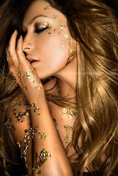 glitter. Love all thing gold and sparkly. Maybe i could pull this look off for halloween....
