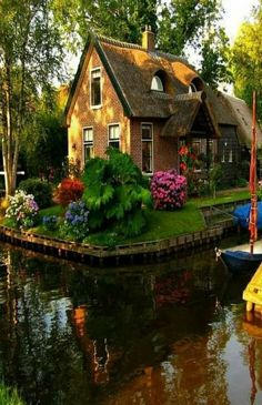 Beautiful Buildings, Beautiful Landscapes, Beautiful Gardens, Beautiful Homes, Places Around The World, Around The Worlds, Cottage Style Homes, Cabins And Cottages, Cozy Cottage