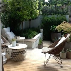 Modern contemporary outdoor deck terrace veranda - very simple, clean lines! Balcony Furniture, Garden Furniture, Outdoor Furniture Sets, Metal Furniture, Rustic Furniture, Office Furniture, Bedroom Furniture, Furniture Ideas, Furniture Design