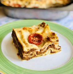 Ruladă aperitiv din carne tocată învelită în bacon – Chef Nicolaie Tomescu Lasagna, Sweet Desserts, Bologna, French Toast, Deserts, Brunch, Breakfast, Ethnic Recipes, Bacon