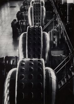 Margaret Bourke-White  Turbine, Niagara Falls Power Co.,  1928  Gelatin silver print  13 1/2 in. x 9 1/2 in.  Currier Museum of Art, Manchester, New Hampshire  Photo © Estate of Margaret Bourke-White/Licensed by VAGA, New York, NY