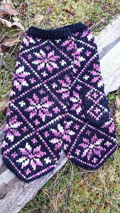 1454731_10152428653444465_1218893233_n_medium Mittens Pattern, Knit Mittens, Knitting Socks, Knitting Stitches, Mitten Gloves, Knitted Hats, Knitting Patterns, Knit Stranded, Icelandic Sweaters