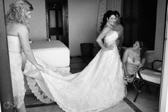 Janie looking stunning in her Davinci Boutique gown, strapless with a beautiful train!  Wedding photographers Del Sol Photography