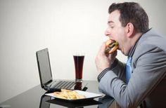 Priza, te informa que al comer comida rápida es más probable el aumento de peso, gracias al sobreconsumo de azúcar, harinas y grasas, con el paso del tiempo pueden causar enfermedades en el organismo el exceso de sodio.