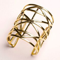 Valentine's special gifts. Oversize bronze cuff by Paola Grande. Artemest