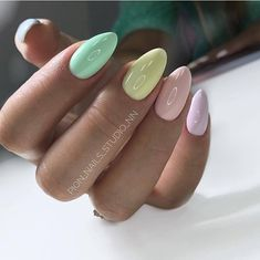 Nail Designs and Ideas 2019 Any lady who cares about how she looks thinks what manicure will best fit the chosen outfit and what types of nails are in the trend at a time. Green Nail Polish, Green Nails, Moon Manicure, Manicure And Pedicure, Nailed It, Fire Nails, Pretty Nail Art, Types Of Nails, Nail Trends