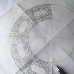 16. yy. ait bir kalkandan derlediğim çizimim çalışmayı bekliyor✂️✏️ Arabesque, Geometry Tattoo, Pencil Design, Circle Art, Turkish Art, Illuminated Letters, Book Journal, Celtic Knot, Islamic Art