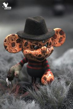 Disney art toy exhibition( 2013 / in Seoul )Mickey mouse custom by kiddo_'Freddy vs Jason'(Frekey vs Jakey) Mickey Mouse Wallpaper, Mickey Mouse Cartoon, Dark Disney, Disney Art, Horror Films, Horror Art, Horror Fiction, Evil Cartoon Characters, Geeks