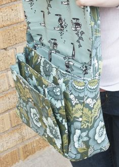The Appaloosa Bag sewing pattern by Sew Sweetness, available as both a pdf pattern and a paper pattern. This bag pattern features an accordion divider on the front and a flap secured by a magnetic closure. Sewing Hacks, Sewing Tutorials, Sewing Crafts, Sewing Tips, Bag Tutorials, Sewing Basics, Patchwork Bags, Quilted Bag, Bag Patterns To Sew