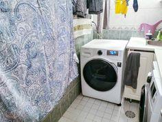 Minusta on aina hauska lukea kuinka toisissa kodeissa tehdään asiat. En niinkään rupea vertailemaan meidän tapoja toimia arjessa muiden tapoihin, mutta on virkistävää huomata, että asiat voi hoitaa monella tapaa ja… Washing Machine, Laundry, Home Appliances, Laundry Room, House Appliances, Appliances, Laundry Rooms