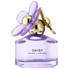 Shop Daisy Twinkle by Marc Jacobs Fragrances at Sephora. This uplifting bouquet of floral and fruity notes features notes of wild berries and violet flower. Marc Jacobs Daisy, Marc By Marc Jacobs, Marc Jacobs Makeup, Perfume And Cologne, Best Perfume, Perfume Bottles, Perfume Versace, Hermes Perfume, Sephora