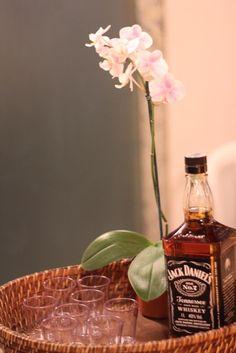 drink de boas-vindas Whiskey Bottle, Rock And Roll, Celebrations, Drinks, Boas, Drinking, Beverages, Rock Roll, Rock N Roll