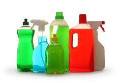 Quem é ou tem alguém alérgico em casa sofre com poeira, ácaros e cheiros fortes. Rinites alérgicas são facilmente desencadeadas quando um belo frasco desinfetante é aberto e usado para limpar o banheiro. Algumas pessoas tem alergia na pele e não podem manipular sabão em pó, amaciante ou detergente. Produtos à base de cloro, desinfetante…