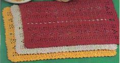 free crochet Christmas Placemats pattern is one click from the pin.