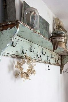 19 Diy Hanging Shelves Ideas For Creative Home Owners – Shabby Chic Decor Ideas Cocina Shabby Chic, Shabby Chic Kitchen, Shabby Chic Homes, Shabby Chic Shelves, Rustic Shabby Chic, Shabby Vintage, Vintage Shelf, Vintage Shelving, Rustic Shelving