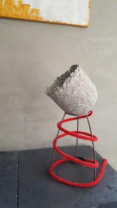 Papier machee lamp met gebreid snoer..... Liefde werk,oud papier zullen we maar zeggen!!  Gemaakt door Delare Delare@live.nl