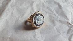 Ehi, ho trovato questa fantastica inserzione di Etsy su https://www.etsy.com/it/listing/237042940/cameo-ring-handmade-shell-cameo-silver