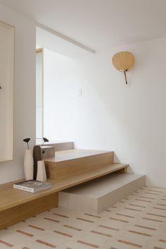 Batiik Studio is a Paris-based interior design firm founded by Rebecca Benichou in Interior Stairs, Interior Exterior, Home Interior Design, Studios Architecture, Interior Architecture, Minimal Home, Ideias Diy, Japanese Interior, Piece A Vivre