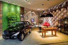 Garagens modernas integradas a área de lazer e até a sala de estar! Veja muito mais fotos, dicas e informações técnicas dessa garagem em Decor Salteado! É só clicar na imagem! ; - )