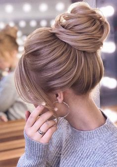 Hairstyles For Round Faces Long high updo wedding hairstyles.Hairstyles For Round Faces Long high updo wedding hairstyles Edgy Updo, Elegant Ponytail, Elegant Bun, Edgy Hair, Shiny Hair, Wedding Bun Hairstyles, Bun Hairstyles For Long Hair, Hairstyle Ideas, Fashion Hairstyles