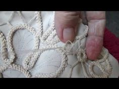 Poentles manual work, making (second part) -Making of crochet-romanian lace (second part .Poentles rucni rad,izrada(prvi deo)-Making of crochet-romanian lace(first part)the cord الكوردون Hand Embroidery Flowers, Hand Embroidery Tutorial, Hand Embroidery Patterns, Embroidery Stitches, Embroidery Designs, Paper Embroidery, Doily Patterns, Appliques Au Crochet, Crochet Motif