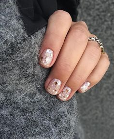 Semi-permanent varnish, false nails, patches: which manicure to choose? - My Nails Hair And Nails, My Nails, How To Do Nails, Perfect Nails, Gorgeous Nails, Cute Nails, Pretty Nails, Neutral Nail Art, Confetti Nails