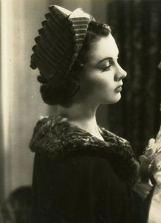 Vivien Leigh. 1930's fashion. Possibly in the movie A Yank At Oxford?