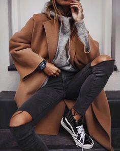 Winter | Herfst | Fall | Outfit | Look | Camel | Brown | Beige | Bruin | Coat | Jas | Mantel | Grijze | Grey | Sweater | Trui | Black | Zwarte | Jeans | Vans | Sneakers | Inspiration | More On fashionchick
