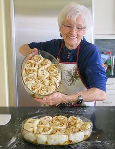 My mom, Helen McKinney's Canadian Prairie Homemade Cinnamon Buns are famous in our family, our neighbourhood and home town: step by step images. Bread Recipes, Baking Recipes, Dessert Recipes, Cinnamon Bun Recipe, Homemade Cinnamon Rolls, Cinnamon Roll Recipes, Cinnamon Roll Cakes, Homemade Buns, Cinnamon Cookies