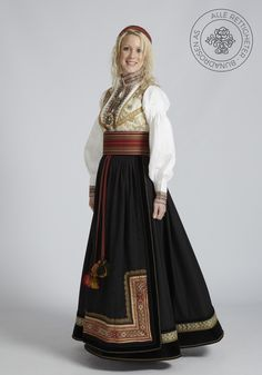 Beltestakk fra Telemark - BunadRosen AS Scandinavian Fashion, Cosplay Diy, Belly Dancers, Historical Clothing, Traditional Dresses, Gowns, Costumes, Culture, Military Uniforms
