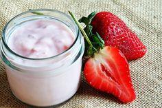 """Was verbirgt sich hinter der Angabe """"natürliches Aroma"""" auf der Zutatenliste? Was ist in Erdbeerjoghurt, wenn nicht Erdbeeren? Und was kannst du als Verbraucher gegen den Etikettenschwindel der Lebensmittelkonzerne machen?"""