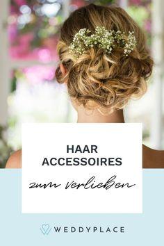 Wir verraten Euch, was alles möglich ist, welche Brautfrisuren Trends uns aus Amerika erreichen und welcher Haarschmuck für Brautfrisuren besonders beliebt ist. #Brautsstyling #Bridetobe #Hair Fascinator, Trends, Fashion, Bridal Veils, Fascinators, Hair Jewelry, Amazing, Wedding, Popular