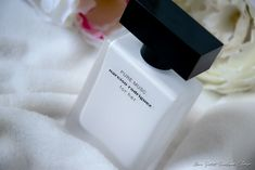 Pure Musc de Narciso Rodriguez - Mon Petit Quelque Chose Narciso Rodriguez, Perfume Bottles, Pure Products, Beauty, New Chapter, Perfume Store, Beleza, Perfume Bottle