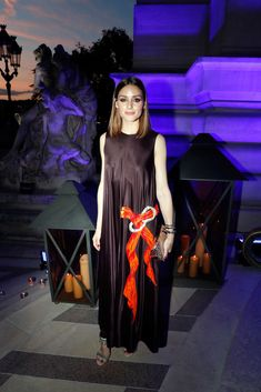 Olivia Palermo attends Cocktail of Federation de la Haute Couture et de la Mode as part of Paris Fashion Week Haute-Couture Fall/Winter at Le Petit Palais on July 2018 in Paris, France. Get premium, high resolution news photos at Getty Images Estilo Olivia Palermo, Olivia Palermo Lookbook, Olivia Palermo Style, Holiday Fashion, Paris Fashion, Holiday Style, Germany Outfits, Love Her Style, Cocktail