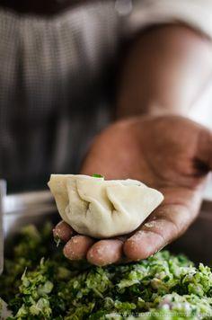 vegetarian gyoza, also a clever way to wrap gyoza. Vegetarian Recipes, Raw Food Recipes, Asian Recipes, Cooking Recipes, Indian Starter Recipes, Nepali Food, Garam Masala, Pasta, Gastronomia