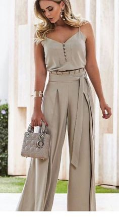 45 pantalones to update you wardrobe jumpsuit romper sleeveless playsuit Pin by Giannoulaki marily on Trends outfit 2018 in 2019 Sweater cardigan required I would never show my arms but I like this Luxe Fashion New Trends - Page 6 of 2668 - Luxe Casual St Classy Outfits, Chic Outfits, Look Fashion, Womens Fashion, Fashion Trends, Fashion Beauty, Modest Fashion, Fashion Dresses, Elegantes Outfit Frau