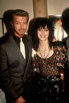 NEW YORK, NY - CIRCA David Bowie visits Joan Jett backstage when Joan Jett & the Blackhearts perform on Broadway circa 1989 in New York City. (Photo by Robin Platzer/Images/Getty Images) Joan Jett, David Bowie Starman, David Bowie Art, We Will Rock You, Rockn Roll, Def Leppard, David Jones, Shows, Rock Style